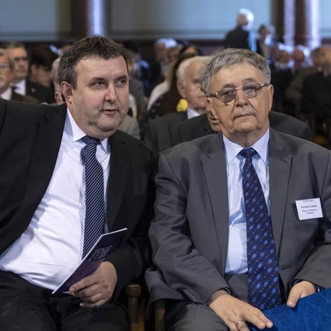 A Fidesz megszavazta az MTA megcsonkítását