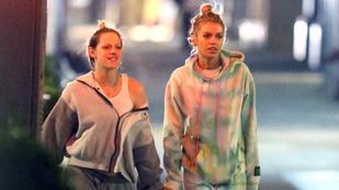 Kristen Stewart az exével, Stella Maxwellel kézenfogva ment haza a közértből