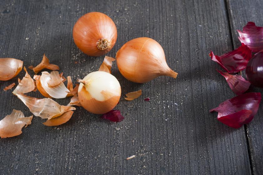 8 dolog a ház körül, amire nincs jobb megoldás a hagymánál: sebet nyugtat, tisztít, rozsdátlanít