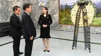 Virágot küldött Kim Dzsongun az elhunyt dél-koreai ex-first lady temetésére