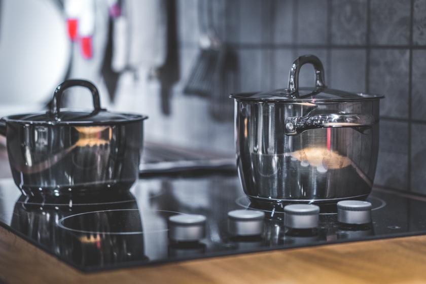 Nem mindegy, melyik lábos hova kerül a főzőlapon: így spórolj az árammal a konyhában
