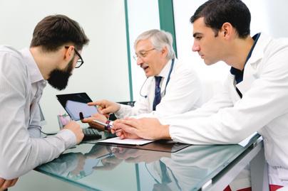 orvosok-tablet-meeting-szakmai-team