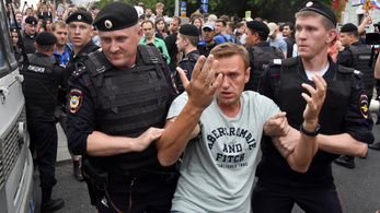 400 embert vittek el a jogtalanul letartóztatott orosz újságíróért tartott szimpátiatüntetésről