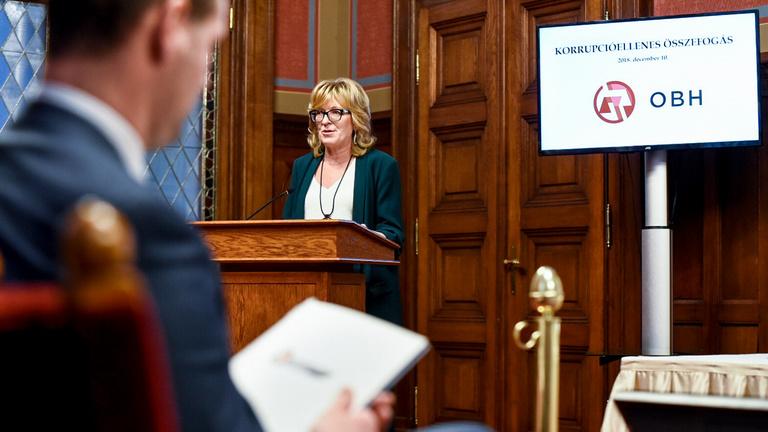 OBT: Eltussolta Handó Tünde törvénysértéseit a Fidesz belföldön, belebukhat a bírósági rendszer külföldön
