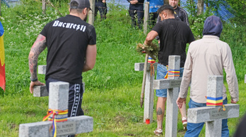 A román hatóságok szerint 11 román katona nyugszik az úzvölgyi temetőben