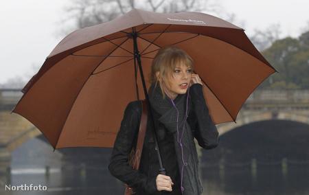 Taylor Swift Londonban a rossz időben