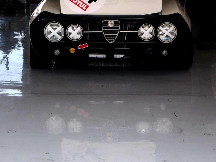 Egy Alfa GTAm igéző nézése