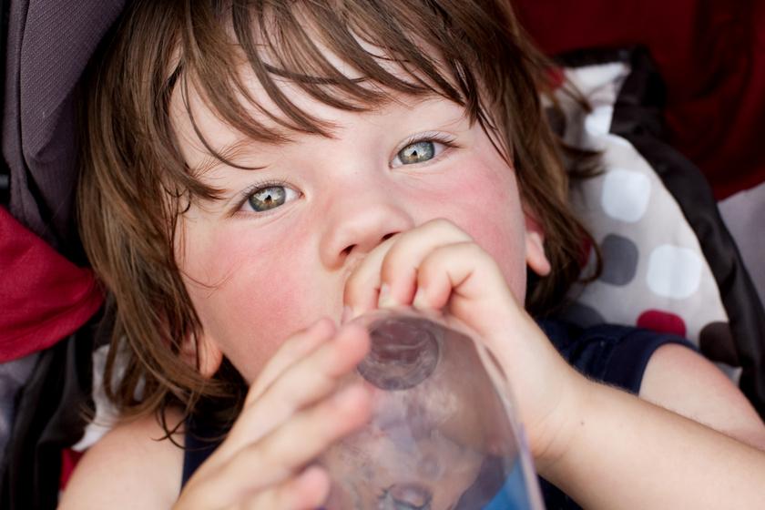 A gyerekeket különösen veszélyezteti a hőség: szülőként erre figyelj a vasárnapig tartó hőségriadóban