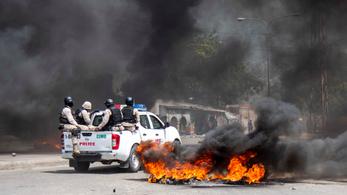Megint tüntetők csaptak össze rendőrökkel Haitin