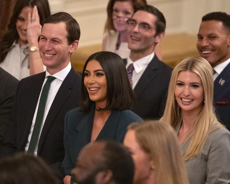 Bizony, Kim Kardasian is figyelemmel kísérte a politikus szavait, ami annyira nem is meglepő, hiszen férje, Kanye West szintén nagy Trump-fanatikus hírében áll.
