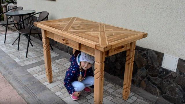Tölgy és kőris asztal 4 fiókkal