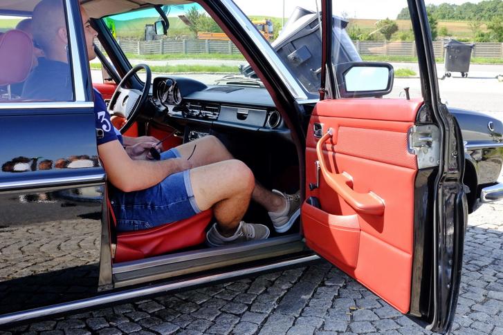 Lust und Liebe auf Reeperbahn - ez lehetett a belső szín fantázianeve a Mercedes-katalógusban