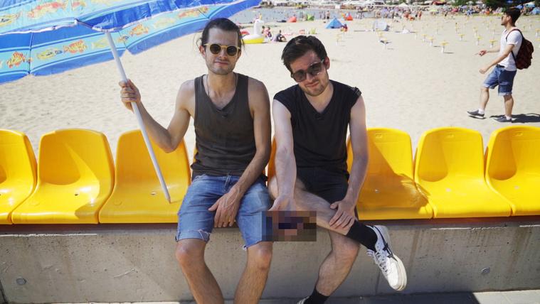 Kiderítettük, mire jók a Velencei-tónak hátat fordító székek
