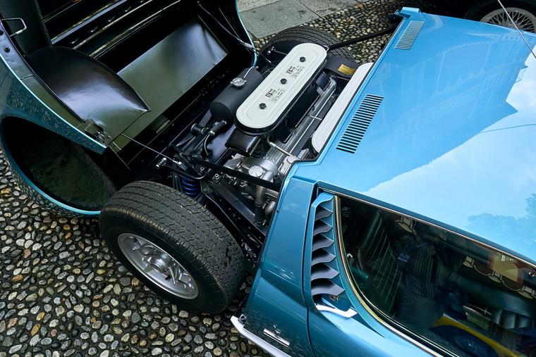 Egy pillantás a Lamborghini Miura P 400 S motorterébe