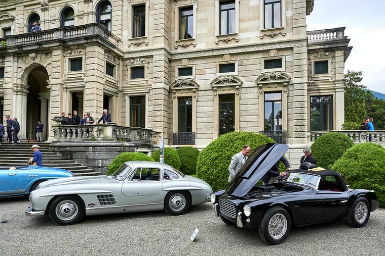 A vasárnap nyílt, bárki megveheti a belépőt a Villa Erba területére, ahol az aktuális időszaki kiállítás, valamint az összes veterán autó és motor testközelből látható
