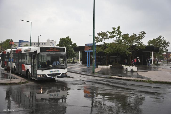 A fiatal férfit egy dunaújvárosi buszról szedték le a rendőrök (képünkön a dunaújvárosi buszállomás látható)