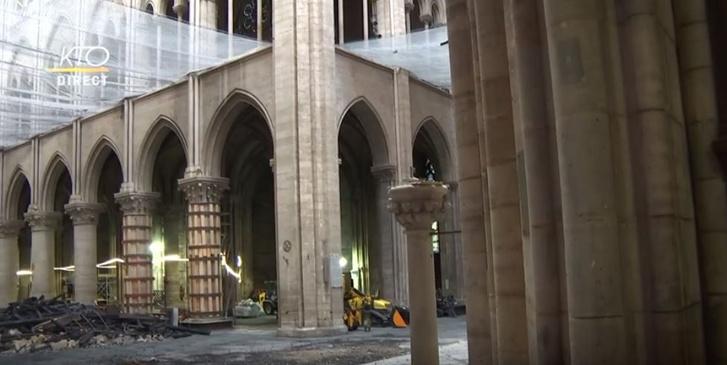Látható a Notre-Dame belseje az első miséről készült tévéközvetítésen