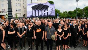 Kétszázan demonstráltak a hamis mítoszépítés ellen a Nagy Imre újratemetés évfordulóján