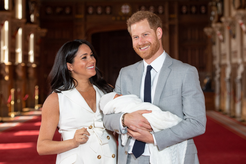 Gyönyörű baba Harry és Meghan fia - A pici arcát először mutatták meg