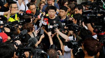 A kormányzó lemondatását követelte a kiengedett hongkongi tüntető