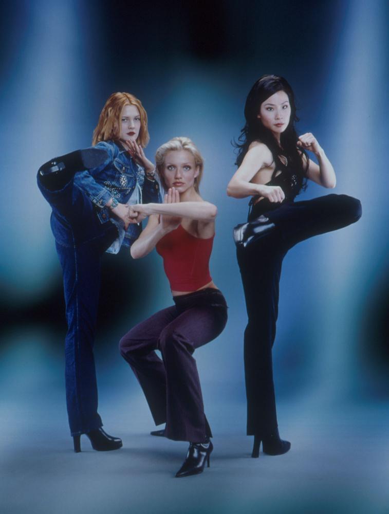 Majd néhány évtizeddel később Camerdon Diaz, Drew Barrymore és Lucy Liu főszereplésével készítettek belőle egy mozifilmet, ami akkora siker lett,...