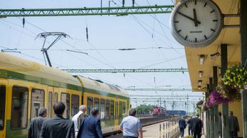Állomásgondnokok vigyáznak a vasúti megállókra