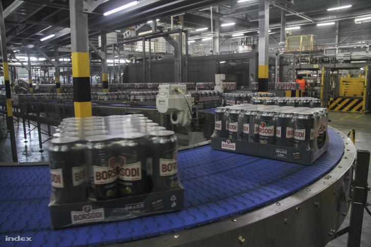 Futószalagon közlekedik a sör a Borsodi Sörgyárban