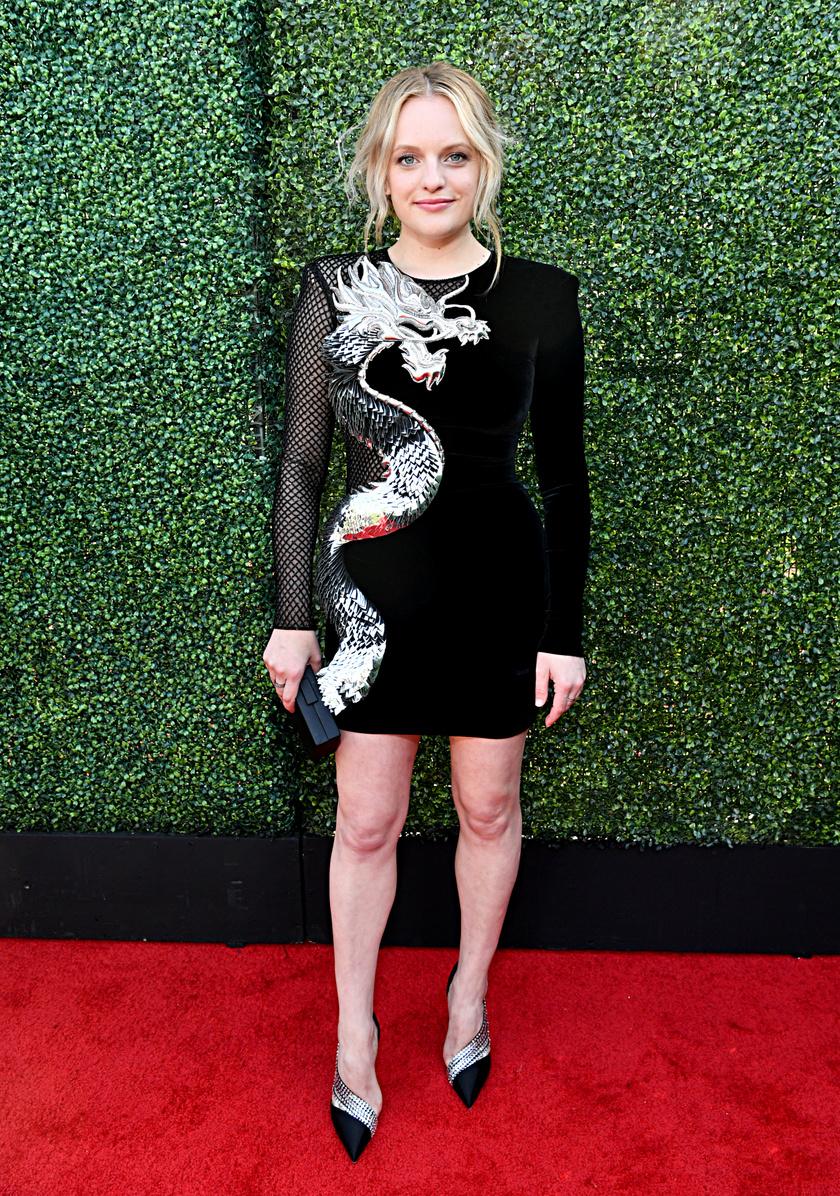 Igazán dögös volt a hétvégi MTV Movie Awards-on: egy áttetsző, sárkányos ruhában szexiskedett.