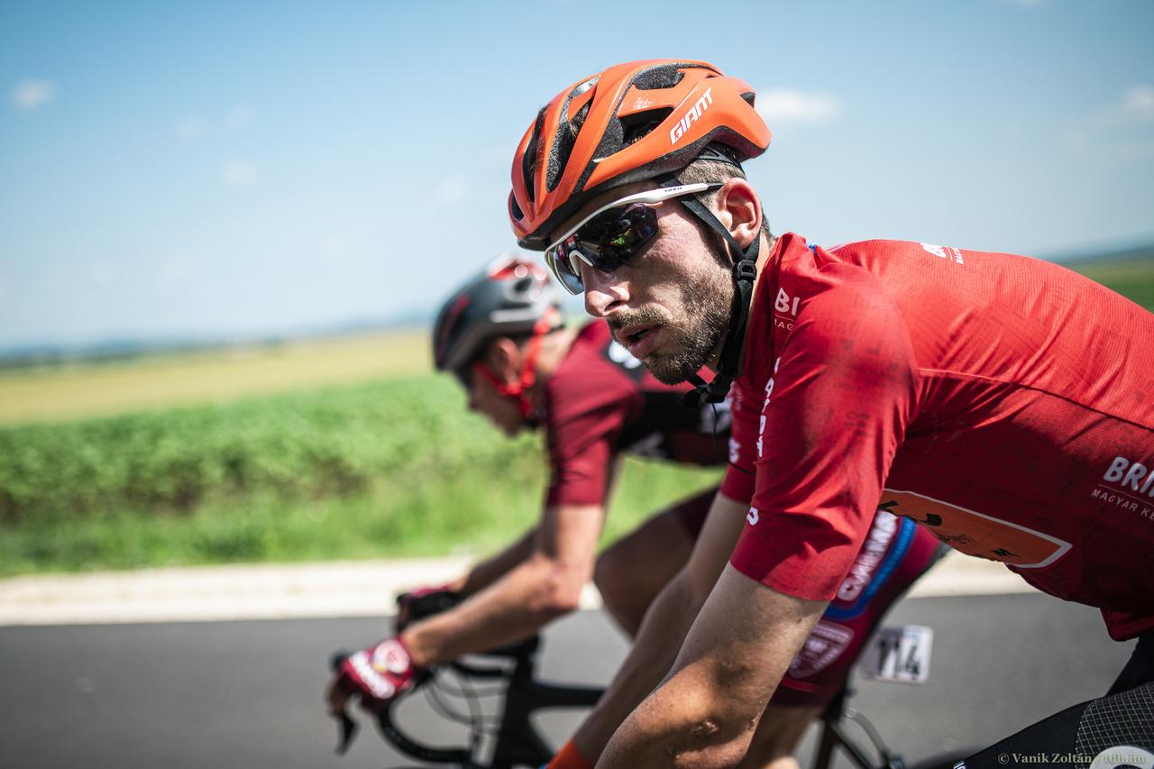 A Tour de Hongrie csúcspontja a szombati, kékestetői szakasz volt. A sárga trikót viselő Krists Neilandsot nem lehetett leszakítani a helyenként több mint 10 százalékos meredekségű emelkedőn, de Dina Márton és Valter Attila tartani tudták vele a tempót. Az Israel Cycling Academy lett versenyzője második szakaszát nyerte, amivel bebiztosította összetett győzelmét. A két magyar végül nem csak a hegyen, az összetettben is dobogón végezett.