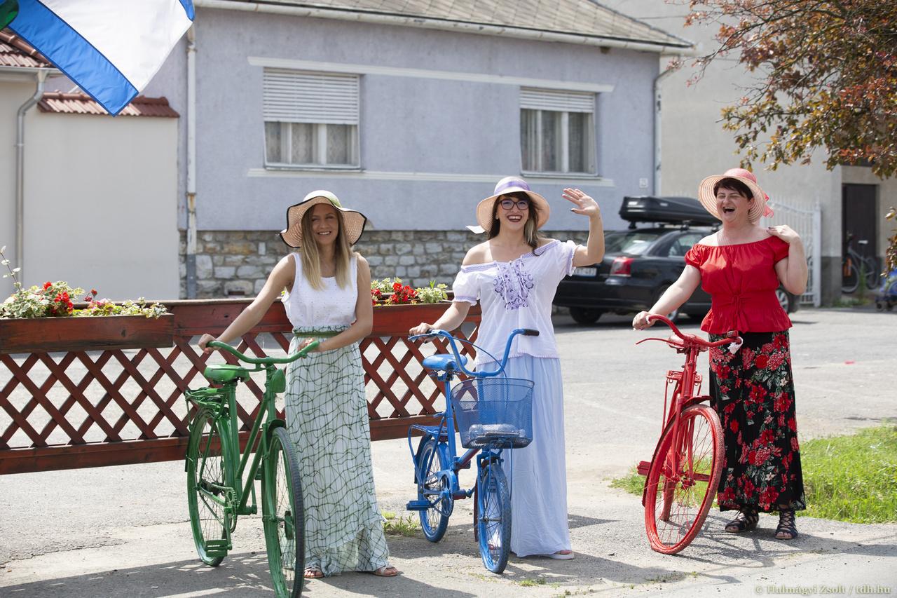 Az utak mentén évről évre többen bíztatják a bringásokat, a Tour de Hongrie híre egyre több emberhez jut el. Az idei versenyt francia és izraeli csatorna is közvetítette.