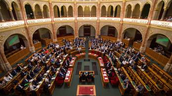 Szúnyoginvázió és Tiborcz-adó a parlamentben