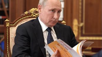 Átírták a közvélemény-kutatók a kérdést, hogy Putyin jobban szerepeljen, de így is rosszul szerepelt