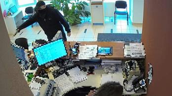 Fegyveres bankrablás volt Üllőn