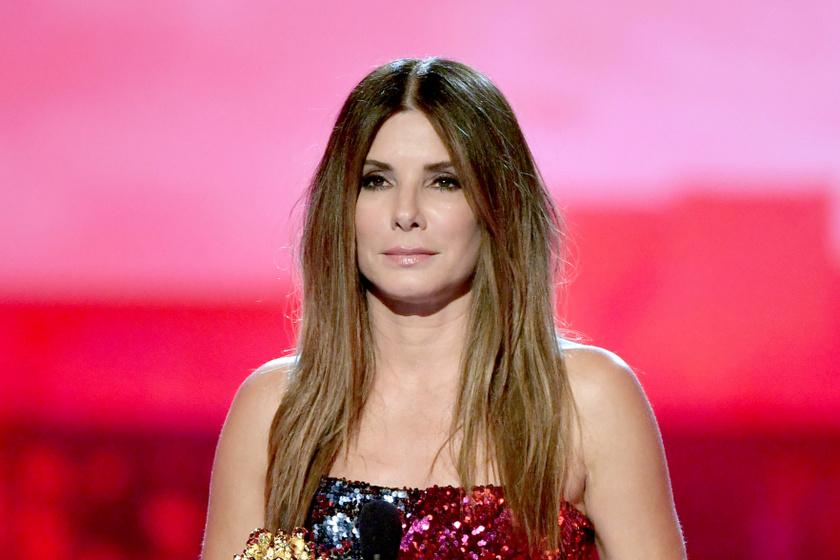 Sandra Bullock csillogó ruhában tündökölt a díjkiosztón - 55 évesen szebb, mint fiatalon