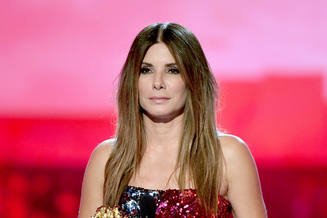 sandra-bullock-csillogo-ruha-mtv-movie-awards-2019-cover