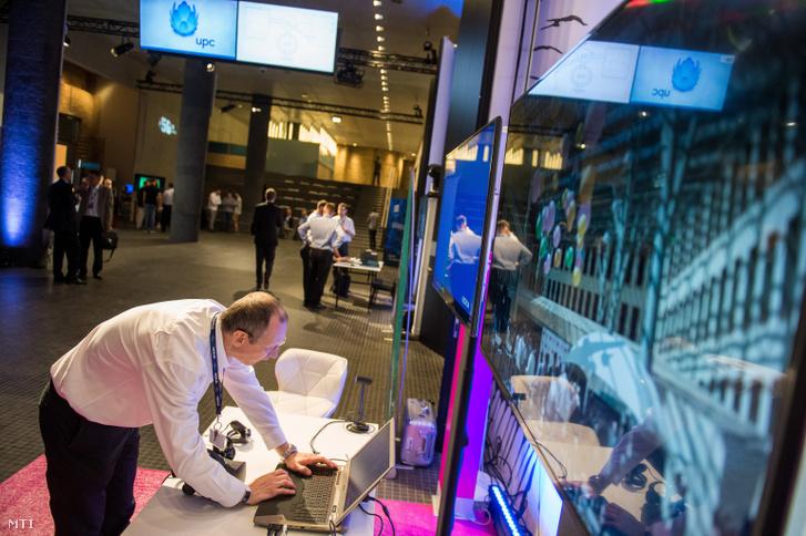 Kiállító a Digitális Jólét Program (DJP) által kezdeményezett 5G Koalíció (5GK) plenáris ülésén és konferenciáján a Várkert Bazárban 2019. június 18-án.