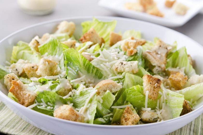 Akármilyen ártalmatlannak tűnik is, egy maréknyi kruton akár 200 kalóriával is megnövelheti a saláta energiatartalmát, emellett szénhidrátból és olajból is sokat tartalmaz. Fogyókúra során érdemes kihagyni.