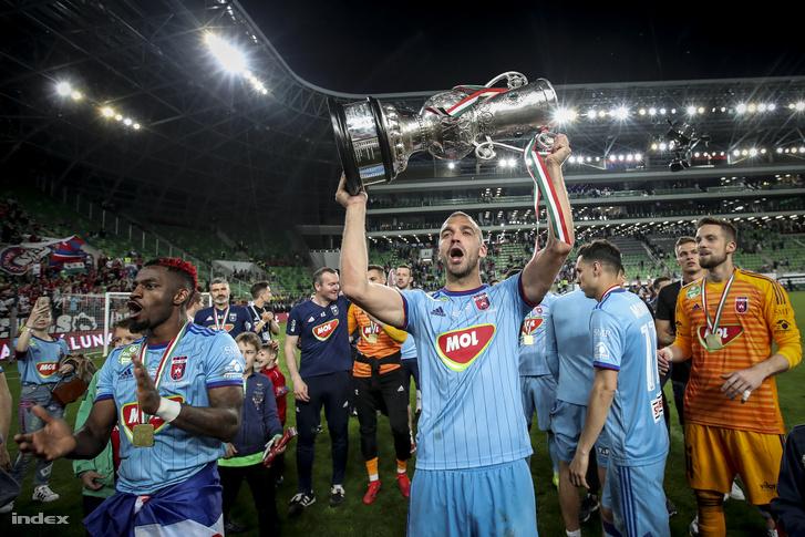 A MOL Vidi FC játékosai ünneplik győzelmüket a labdarúgó Magyar Kupa döntőjében a Budapest Honvéd ellen játszott mérkőzés után a Groupama Arénában 2019. május 25-én