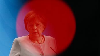 Rosszul lett Angela Merkel a tűző napon