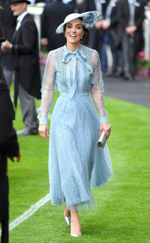Katalin hercegné egy igazán vidám ruhát választott az eseményre.