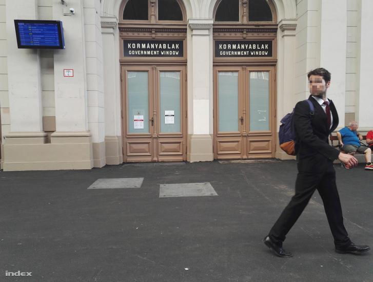 A Keleti pályaudvar épületében található kormányablak.