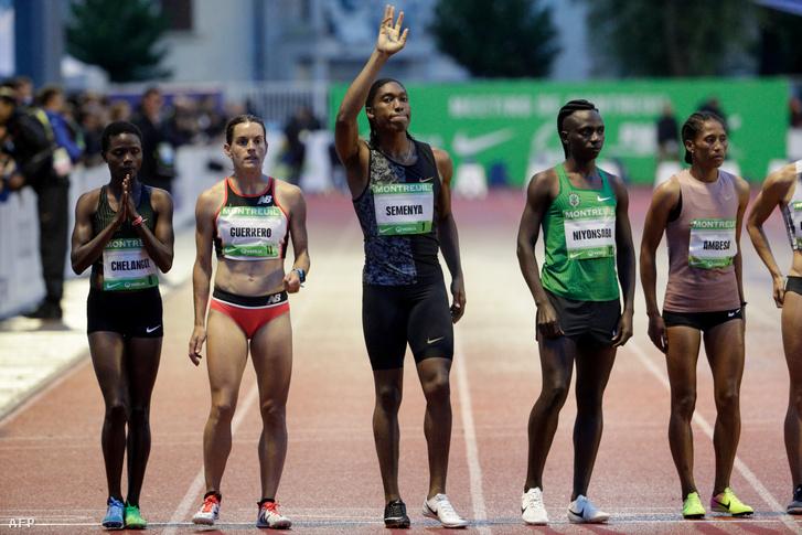 Caster Semenya ellenfelei között egy női versenyen