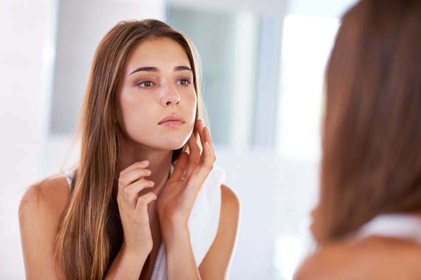 Állandóan fénylő, zsíros bőr: hormonprobléma és a helytelen tisztítás is okozhatja