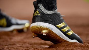 Törölni kell az Adidas három párhuzamos sávból álló európai uniós védjegyét