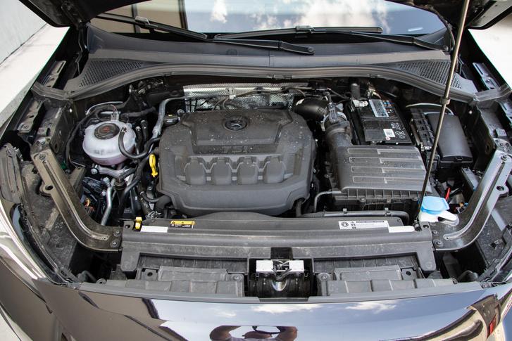 190 lóerő, 320 Nm, csendesség