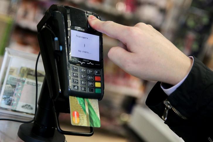 Ujjlenyomatos azonosítás egy orosz szupermarketben a fizetési tranzakció során.