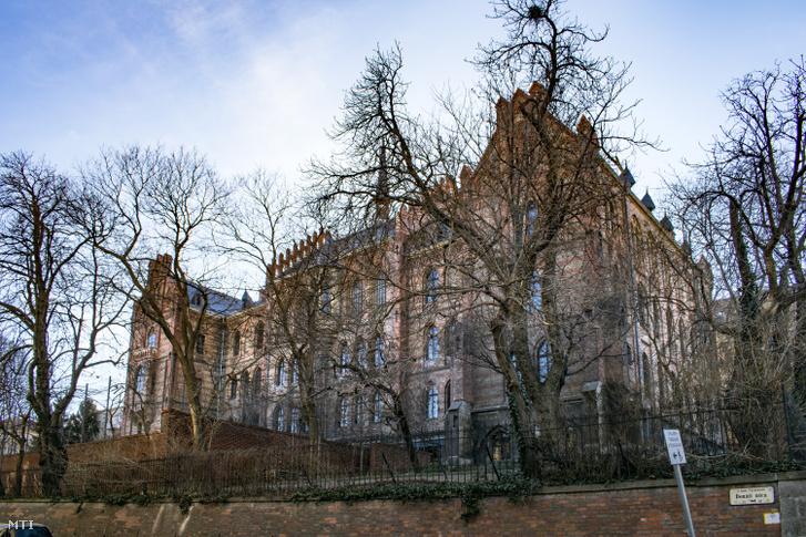 A Toldy Ferenc Gimnázium épülete az I. kerület, Toldy Ferenc u. 9-ben