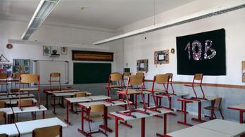 A Toldy Ferenc Gimnázium évzárója alatt is loptak a diákoktól