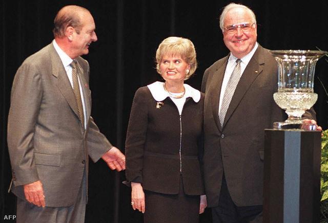Jacques Chirac Hannelore és Helmut Kohl társaságában