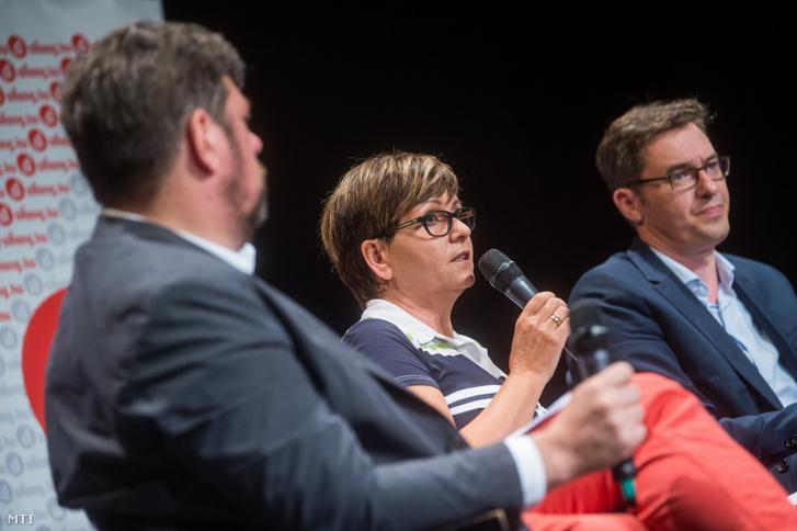 Kálmán Olga független, a Demokratikus Koalíció által támogatott főpolgármester-jelölt (k), valamint Kerpel-Fronius Gábor, a Momentum (b) és Karácsony Gergely, az MSZP-Párbeszéd (j) főpolgármester-jelöltje az aHang vitáján Budapesten, az Átrium Színházban 2019. június 19-én